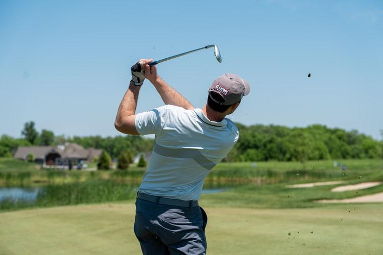 モノマネが上手な初心者ゴルファーは、うまくなるのがとても早いです。